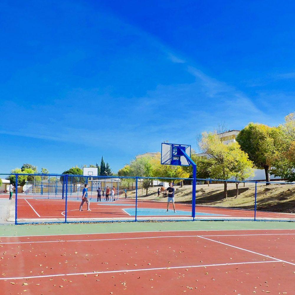 cancha de tenis y baloncesto